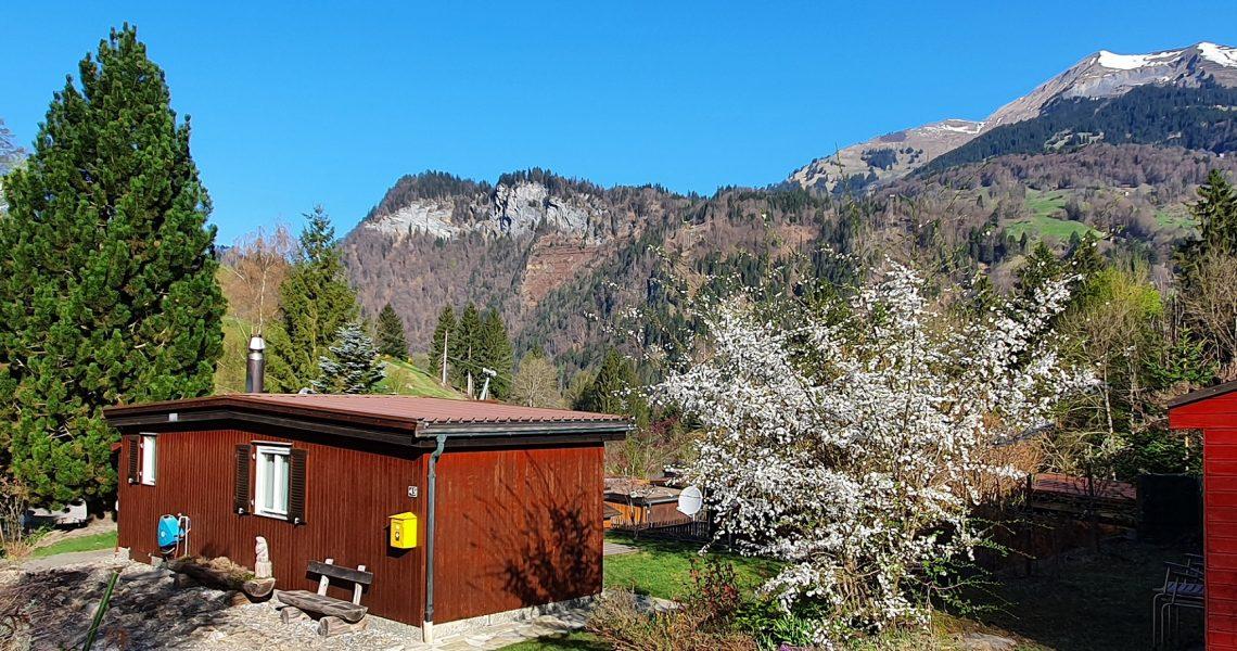 Haus mit Bergen 1 x